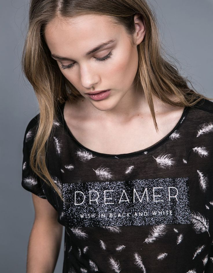 Feathers and glitter short sleeve top. Discover this and many more items in Bershka with new products every week