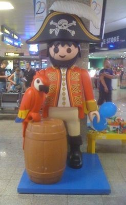 Playmobil g ant homme pirate playmobil pinterest playmobil and pi - Playmobil geant decoration ...