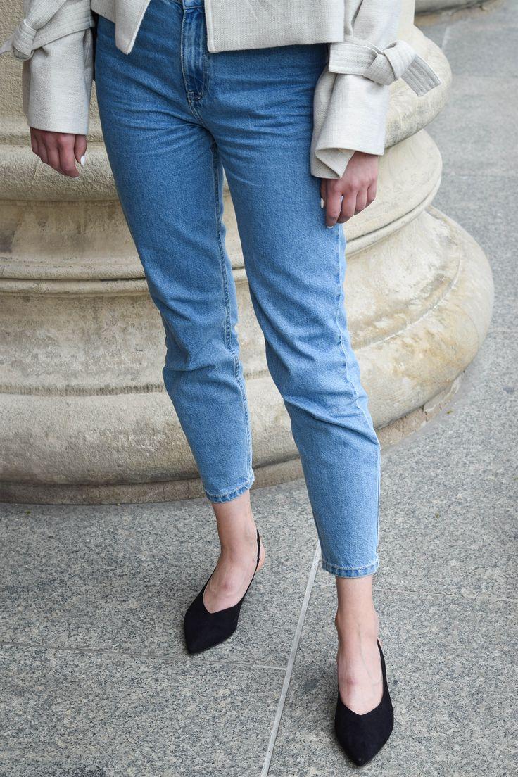 Mango linen jacket, mom jeans, Zofia Chylak bag and black heels. More on afnewsletter.com