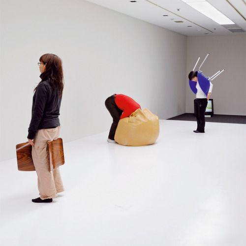 Erwin Wurm, One minute sculptures