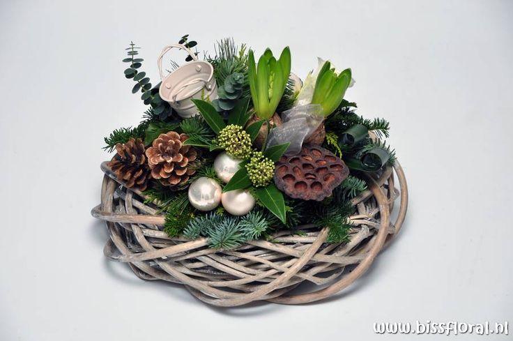 #Kerst #concept op krans... https://www.bissfloral.nl/blog/2015/11/05/kerst-concept-op-krans/