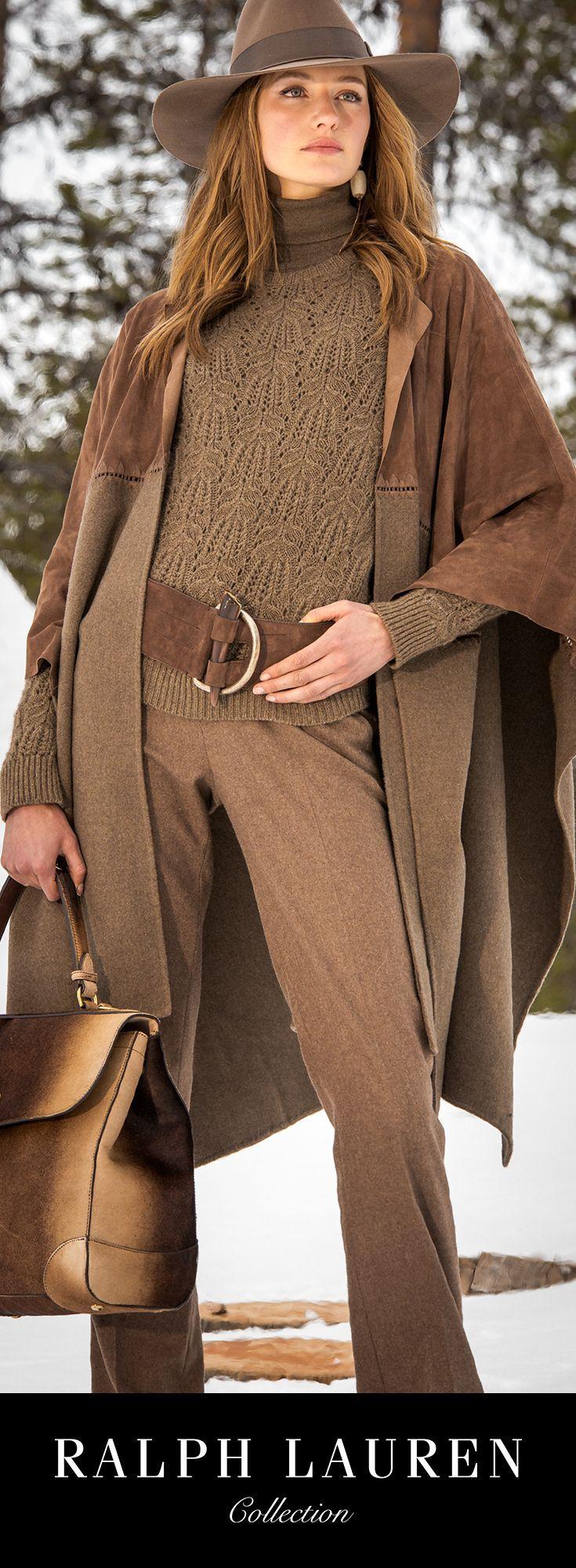 Ralph Lauren Automne 2015 : un pan supérieur en daim et un pan inférieur en mélange de laine et cachemire, assemblés par des piqûres raffinées en soie, confèrent à cette cape Fillmore une élégance rustique. Portez-la ouverte sur un ensemble pantalon et pull pour un drapé luxueux.
