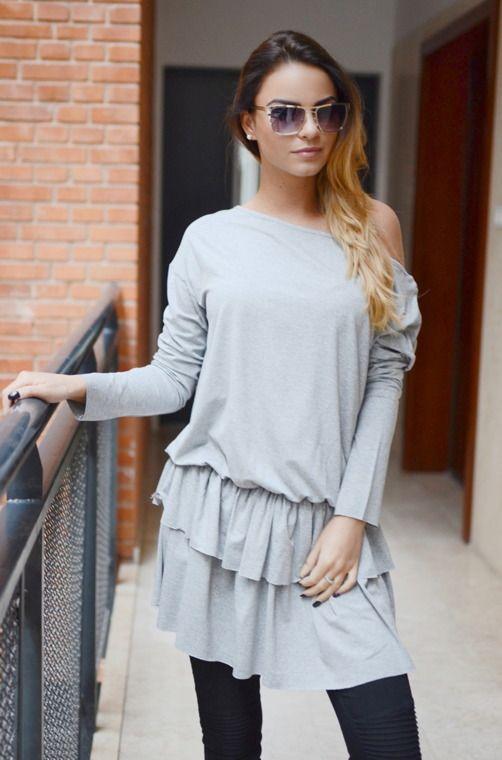 Tunika jednokolorowa o dziewczęcym fasonie, posiadająca dwuwarstwową falbankę. Modny design i niepowtarzalny wygląd, doskonałe do licznych stylizacji na każdą okazję.Tunika z falbanką