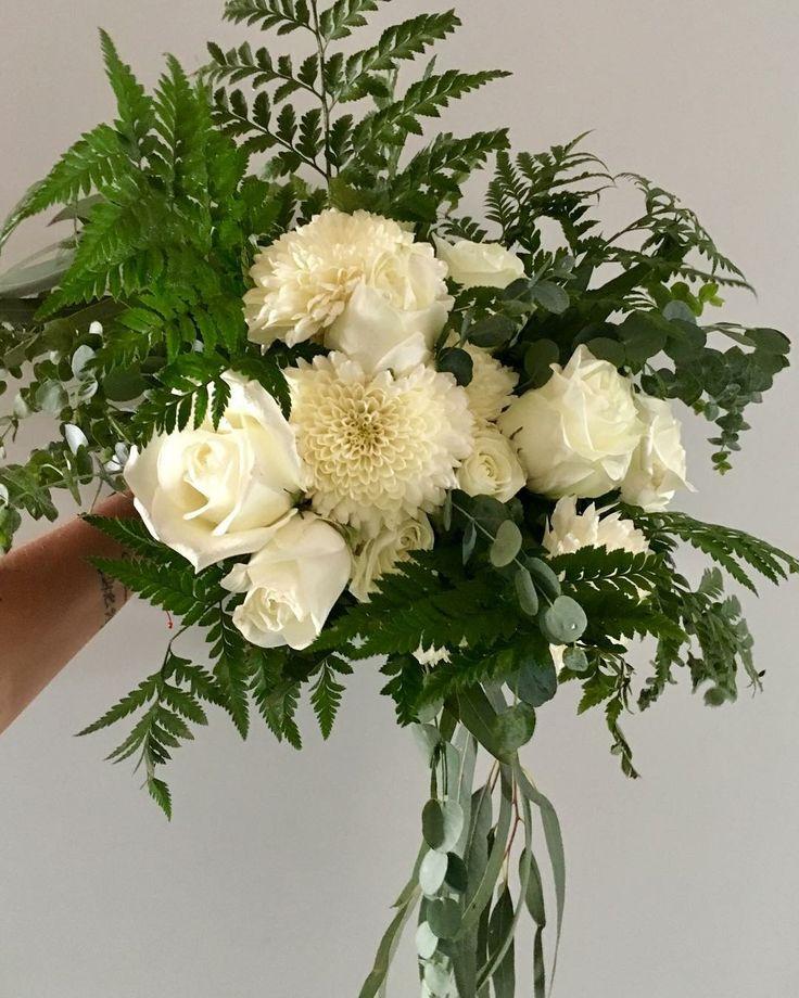 CBR443 wedding Riviera Maya white and greenery bouquet/ ramo de novia con flores blancas y follajes