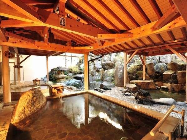 群馬県安中市にある磯部温泉は、誰もが知っている温泉記号発祥の地。また、昔話でおなじみの「舌切り雀」の話が生まれた地としても知られています。古くから中山道を往来する旅人や、近辺からの湯治客に親しまれてきた磯部の湯は、現在は9軒の温泉旅館や日帰り温泉施設、足湯に引湯されています。温泉に含まれている化学成分量は群馬県一で、様々な効能が期待できますよ。お土産には、鉱泉水を使用した磯部名物の磯部せんべいを買って帰りましょう! 【温泉名】磯部温泉 【所在地】〒379-0135 群馬県安中市郷原22 【電話番号】 027-385-6321 【アクセス】JR磯部駅から徒歩5分。安中榛名(はるな)駅からタクシーで15分。 【泉質】ナトリウム-塩化物・炭酸水素塩強塩温泉(中性高張性高温泉)