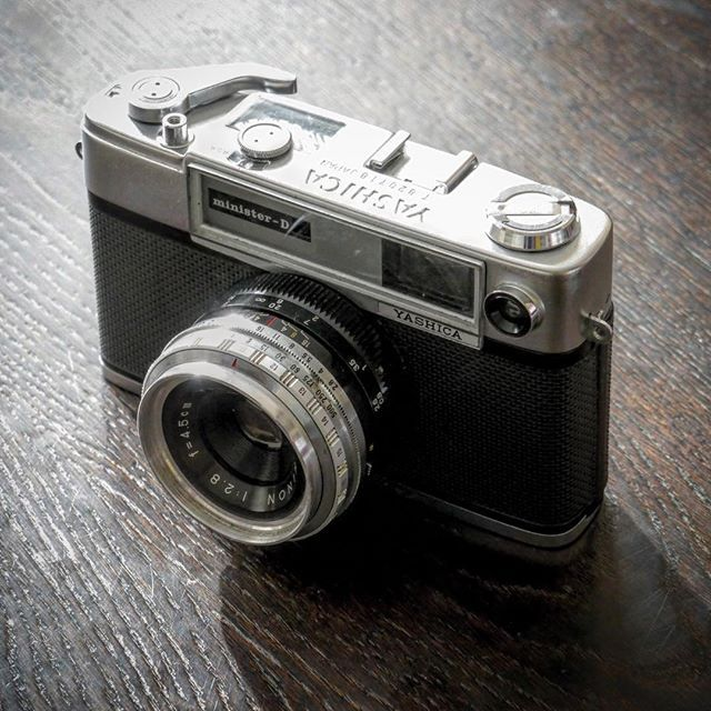 photo by miGUEL HERRANZ via Instagram @miguelherranz_design > My Father's Camera > YASHICA minister - D | vintage cameras | old cameras |