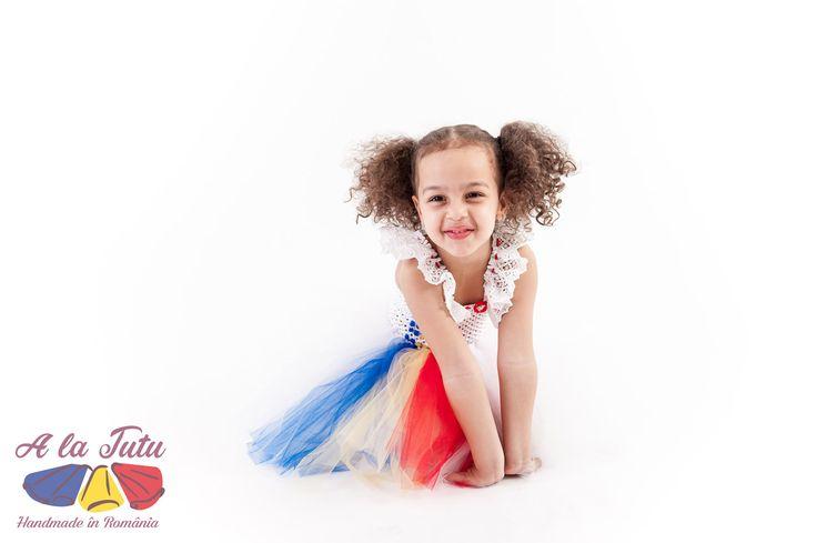 Rochita TUTU Handmade in Romania. Rochita pentru copii, rochita pentru printese, realizata din 4 randuri de tulle. Rochii pentru petreceri copii, serbare gradinita, nunta si botez, sau pentru a fi oferite cadou.  Aceste produse se gasesc in urmatoarea categorie de produse: costum serbare, nunta tutu, printese tutu, rochita copii, rochita serbare, serbare tutu, tul copii, tul fete, tulle copii, tulle fete, tutu bebelusi, tutu botez, tutu copii, tutu fete, tutu fetite, rochita printesa…
