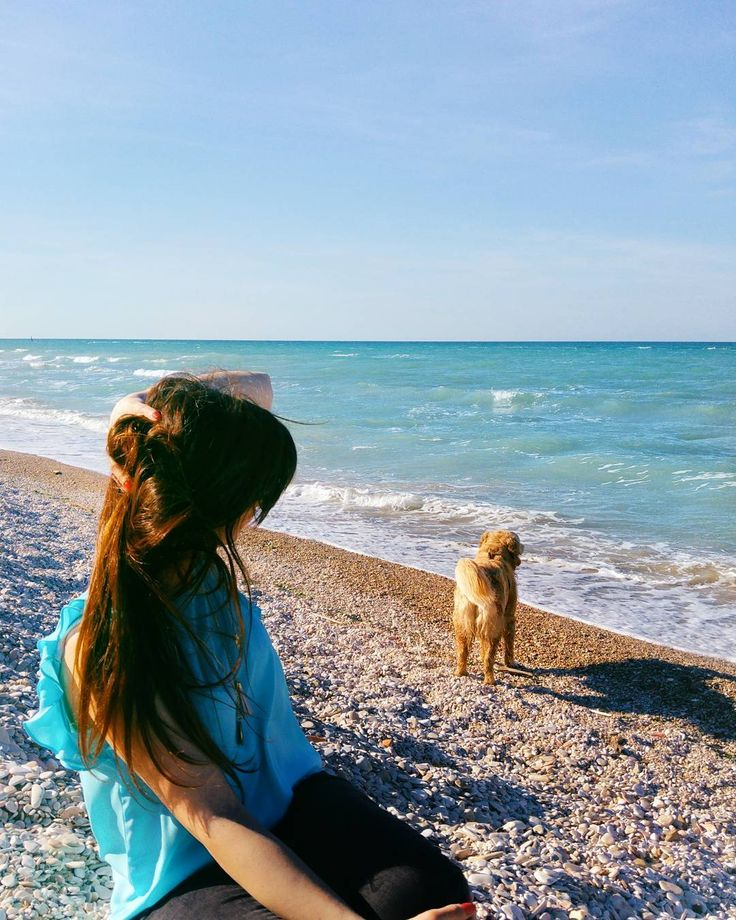 "While I wait the end of ""Ceri Mezzani"" the Ceri festival for young people (did you see my stories?) I publish this pic of my sister and my lovely dog...  . . . #marotta #marche #dog #golden #dog #love . . ."