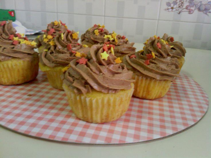 Cupcakes de naranja con froosting de chocolate