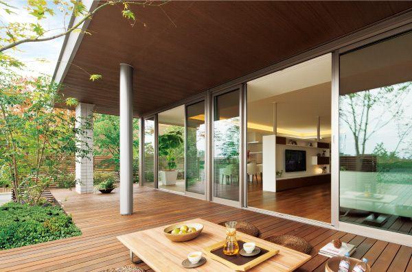 「家の住み心地」は、時代とともに変わる。近年は快適さ、使いやすさに加え「自然との一体感が感じられる家」がトレンドになっている。新しい心地よさを追求して進化した、「イズ・ロイエ」に注目してみたい。