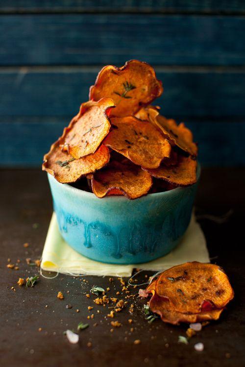 Chips van zoete aardappel met tijm