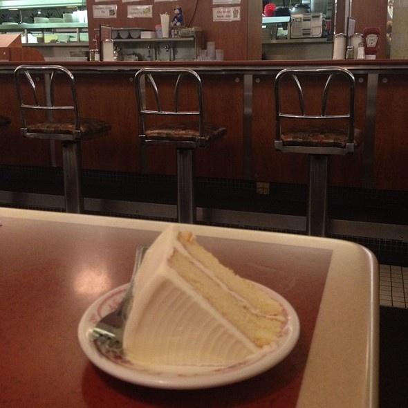 Melrose Diner, Philadelphia Buttercream Cake Melrose