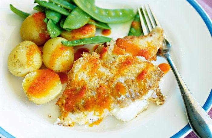 Parmesanstekt torsk med paprikasås recept