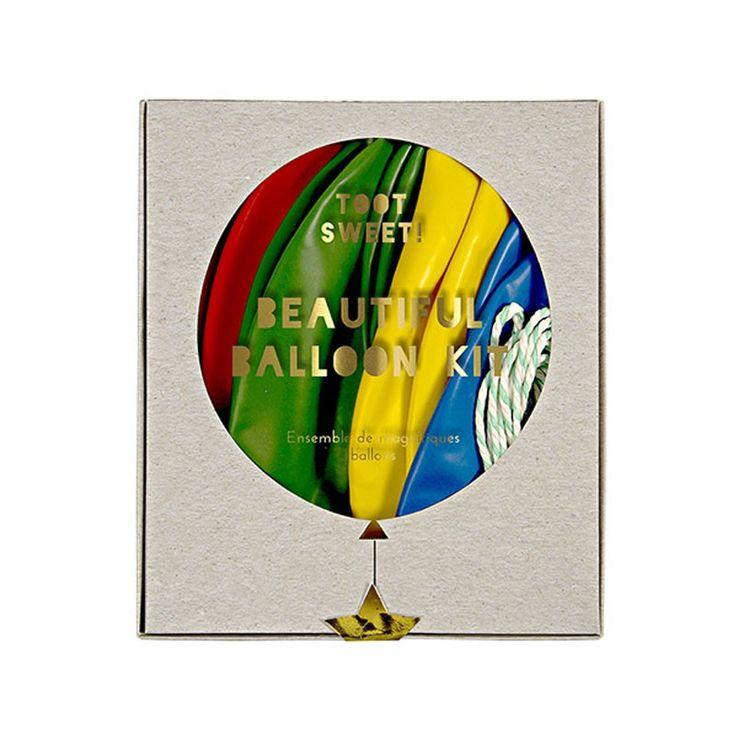 Flot ballon sæt fra Meri Meri der indeholder 8 store balloner, 4 ruller crepe papir, guld klistermærker samt snor. Perfekt til udsmykning af børnefødselsdage.