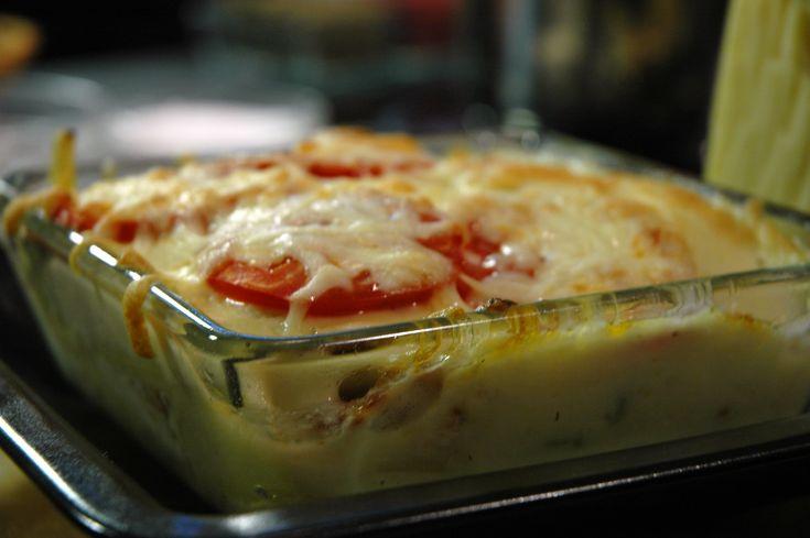 Rakott sajtos csirkemell – Én is gyakran csinálok ilyen csirkemellet, legutoljára tejfölös sajtot öntöttem rá. Isteni volt!