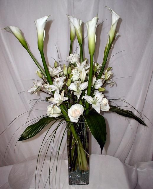 Unique Floral Design Ideas: Arrangement Of All White Roses And Lilies