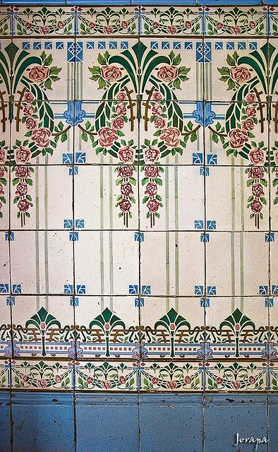 "Jugendstil {need my German dictionary to figure out what that means...I'm kinda rusty these days, I think it might be the German version of ""Art Nouveau"", maybe? but it's a beautiful tile pattern!}"