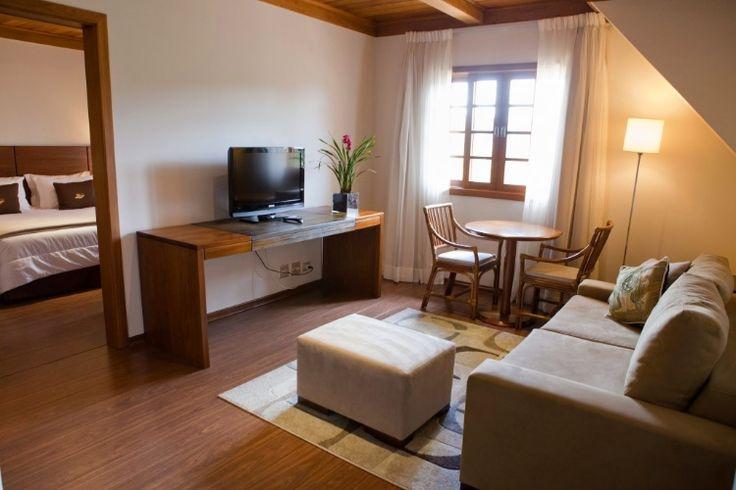 Campos do Jordão (SP): O Hotel Le Renard (www.lerenard.com.br) está com um pacote de quatro noites com café da manhã e bufê de caldos durante o jantar. Inclui ainda frigobar com consumo livre no quarto (reposto diariamente) e translado para o Capivari. A partir de R$ 4.200 por casal, com cortesia para duas crianças de até 10 anos. Válido de 11 a 15/11. Reservas: (12) 3669 2220 / 0800 778 2220 (Preços e condições consultados em outubro de 2016 e sujeitos a alterações. Entre em contato com o…