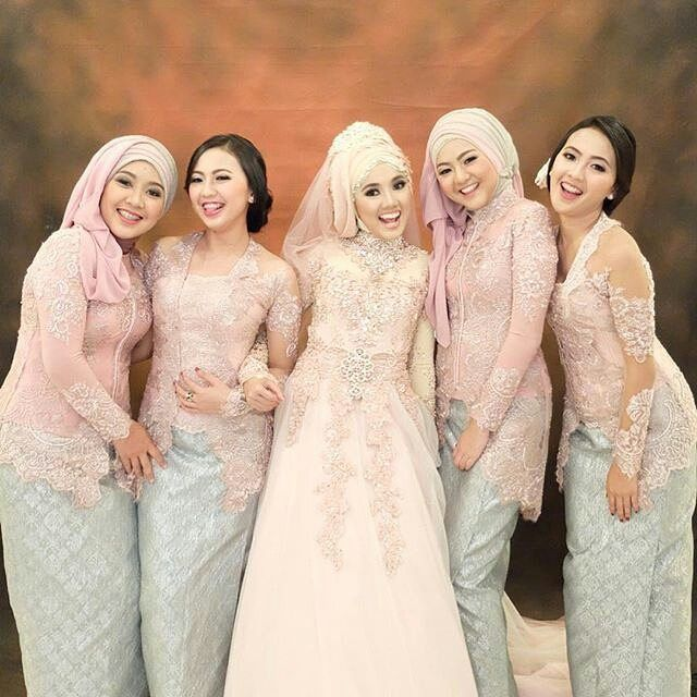 bride and her bridesmaids☺ @irarachmawaty