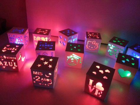25 souvenirs con luz quince bautismo comunion cumple 15 años. Caja de madera calada de 8 x 8 x 8 cm con luz led con interruptor que funciona a pila