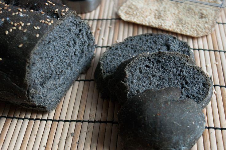 Il pane e la pizza al carbone vegetale, un colorante che rende il pane simile al carbone non è consentito dalla legge italiana.