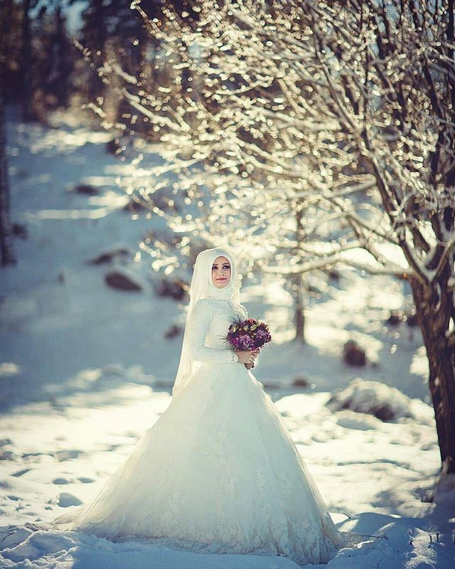 Ohhh ♥♥♥ such a beautiful winter wedding photo!  @sercansevenphotography did an amazing job again, as always! ♥ . . . #muslimwedding #muslimweddings #muslimweddingideas #islamicwedding #nikah #nikkah #nikaah  #hijab #hijabfashion #hijabbride #hijabibride #hijabibrides #hijabbrides #hijabbeauty  #muslimbride #muslim #muslimweddingdress #weddingdress #muslimbridal #muslimbrides #modestbride #weddinghijab #bridalhijab #themodestbride #hijabwedding