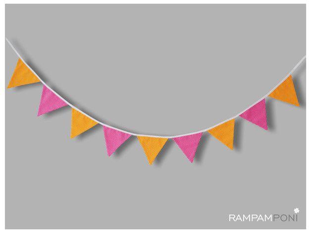 Bawełniana girlanda o długości ok. 220 cm to świetna ozdoba do pokoiku Waszego Maluszka! Dziewięć pomarańczowo-różowych trójkątów będzie pięknie wyglądało na łóżeczku Waszej pociechy! Uszyta w...