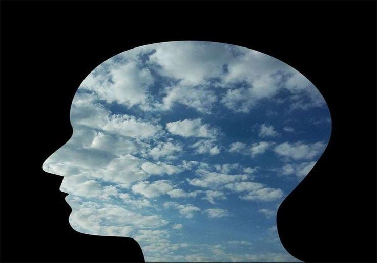 Cara Berurusan Dengan Seorang Psikopat Psikopat melihat diri mereka, orang lain dan dunia secara berbeda. Logika dan emosi mereka sangat cacat, itulah sebabnya perilaku mereka tidak menentu.  Meskipun Anda tidak dapat berbicara dan menyuruh psikopat agar mereka berubah, Anda dapat mengingat interaksi Anda untuk mengurangi dampak perilaku beracun mereka terhadap Anda.   1. Terima keyataan bahwa Anda berurusan dengan
