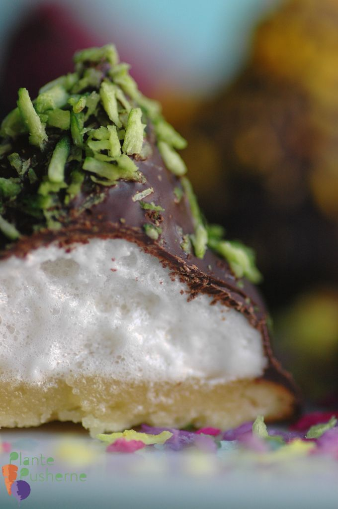 Veganske flødeboller uden æg (marzipan cookie bottom, vegan marshmallow fluff, chocolate coated)