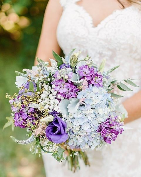 Stunning color combination in this bridal bouquet!   Photography by…