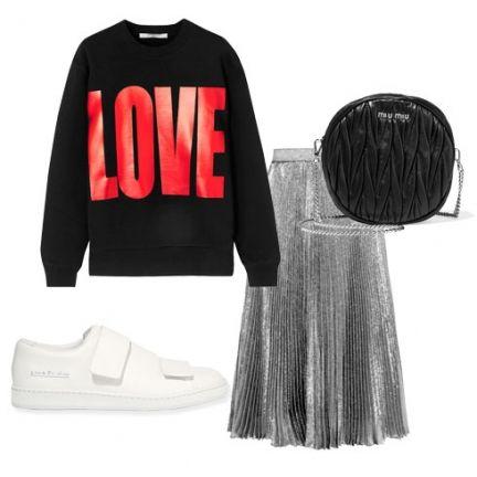 Юбка-плиссе из металлизированной ткани - предмет не только гардероба для вечеринок, но и вполне casual вещь, если носиьт ее с объемным свитшотом и белыми кроссовками.