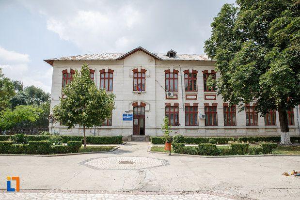 Școala cu clasele I-VIII Ștefan cel Mare (1897), strada Libertății, Alexandria, arhitect Alexandru Săvulescu