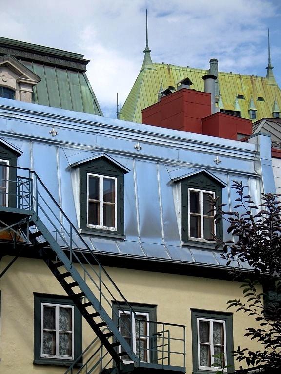 Quebec Mansard roof in Vieux Quebec & 402 best Rooftops ~ Roof ~ Rooves images on Pinterest | Thatched ... memphite.com