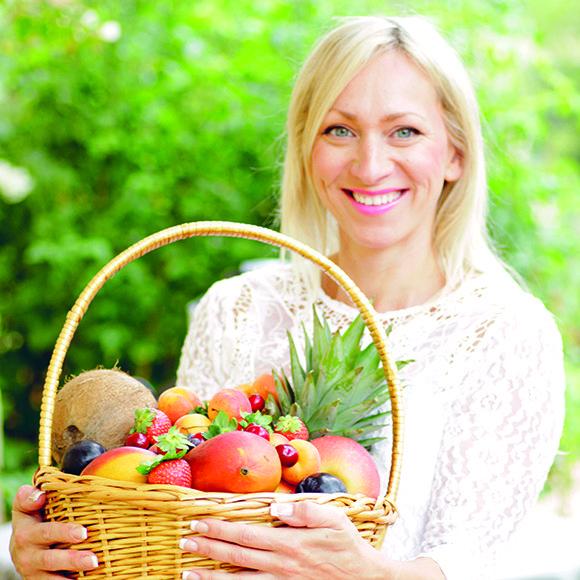 Hur får du barnen att äta grönsaker? Jo, genom att servera en smaskig smoothie! Läckert, gott och nyttigt. För oss alla! Eliq Maranik är ny profil i Nära och hon kommer att bjuda på goda recept och enkla hälsotips hela året.