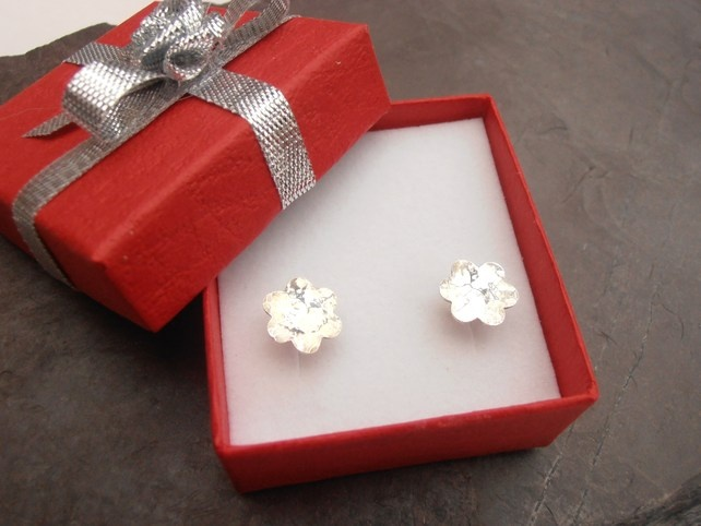 Sterling silver flower earrings £14.00