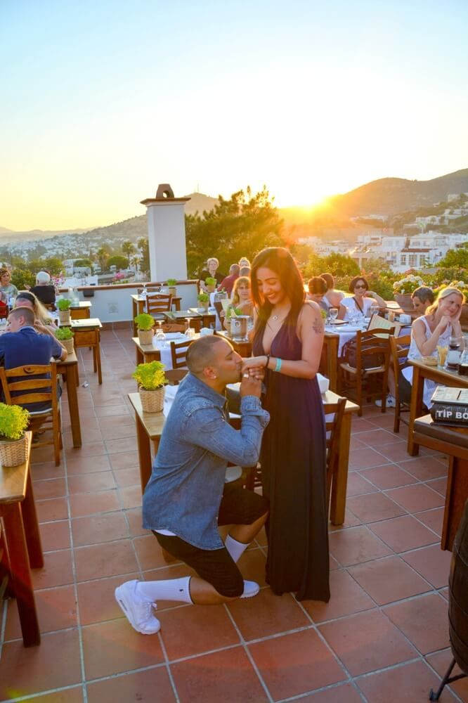 Bodrum Destination Surprise Wedding Proposal Photography // El Vino Restaurant Bodrum #bodrumsurpriseproposal #bodrumweddings #bodrumweddingproposal #bodrumphotographer #supriseweddings #surpriseproposalbodrum – erhan Boz | Wedding and Lifestyle Photographer Bodrum
