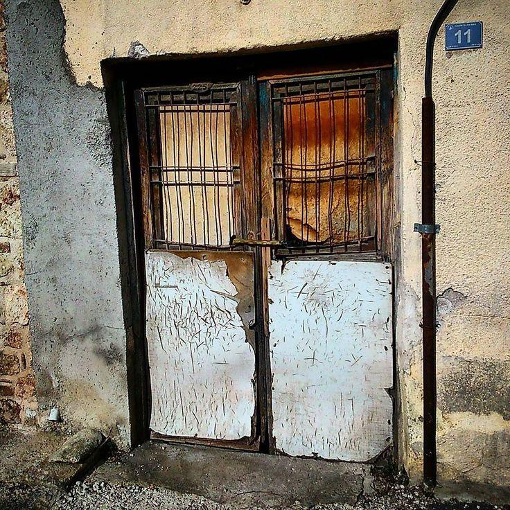#kapı #eskikapı #olddoor #door #doorandwindows #doorsandwindows #igers #foto #ig_vsco #ig_vscocam #ig_vscogood #objektifimden #benimvizörüm #instashot #instamood #instagood #instaglobal by burcuatar23