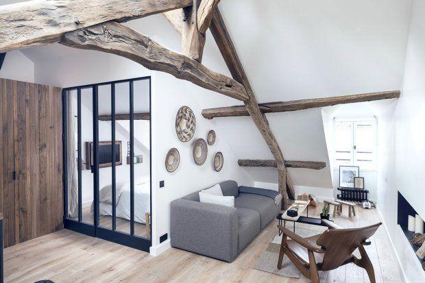 Niewielkie mieszkanie znajduje się na poddaszu XVIII-wiecznej kamienicy w Le Marais.