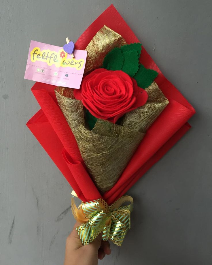 2 mawar merah jadi satu Rp 40.000 + Buket gold Rp 15.000 = Rp 55.000  #feltflowersbouquet  Bunga handmade/buatan tangan, enggak akan pernah layu karena terbuat dari kain flanel   Pemesanan melalui Line ID: @feltflowers Pin BBM: flowers  Daftar harga ada di blog: http://feltflowerss.wordpress.com Galeri lainnya ada di Fanpage Facebook: Feltflowers Indonesia  Pengerjaan 3x24 jam setelah transfer Pengiriman ke seluruh Indonesia ✈ dari Balikpapan, East Borneo dan Pekanbaru, Riau  #bunga #bu...