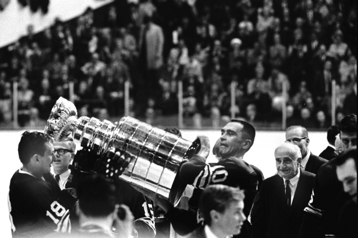 The Toronto Maple Leafs raise the Stanley Cup as champions in 1967. (Bob Olsen/TORONTO STAR)