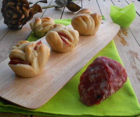 Rose di pasta brioche, per un happy hour con il salame Dop