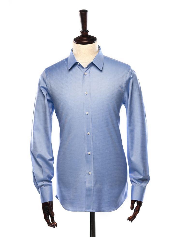 Camasa slim fit, casual sau office, cu textura predominant albastra in picatele, dintr-un material de finete superioara marca Monti, avand in compozitie 100% bumbac egiptean.