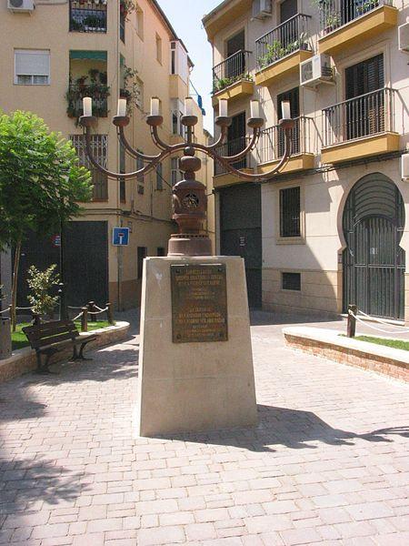 File:Jaén - Menorá de la Plaza de los Huérfanos K01.jpg