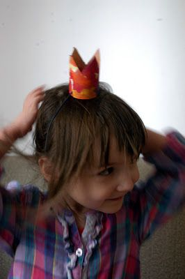 Thimbleful world: Paper crown for my girl