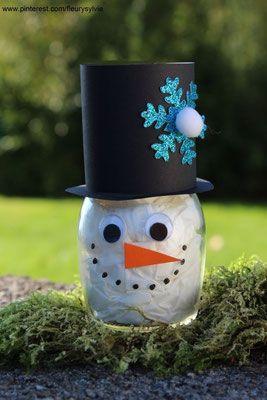 Bonhomme de neige avec un bocal en verre et des kleenex. www.toutpetitrien.ch/bricos/ - fleurysylvie