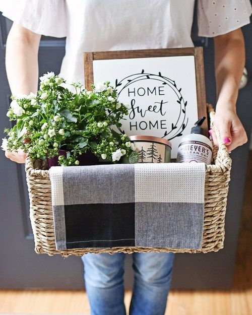 Rustic, cozy, and practical Housewarming Gift Basket idea. Easy tips for creating gift baskets, click for details!