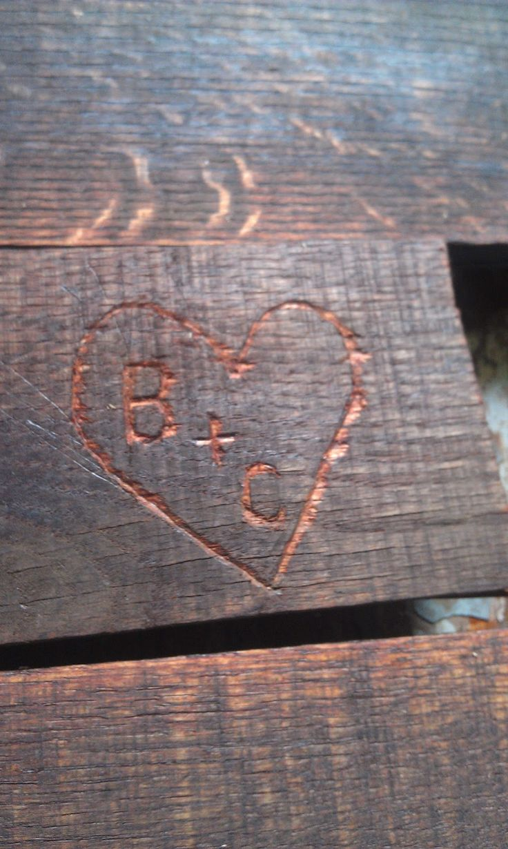 Pallet headboards with heart initials would be super cute for my parents' house in the Bahamas.