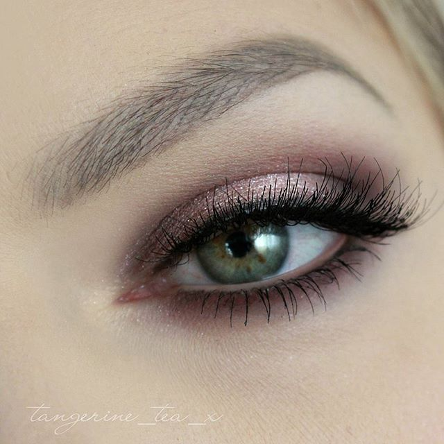 ⭐️ Rose gold smokey eye? We think YES, loving this look by @tangerine_tea_x…