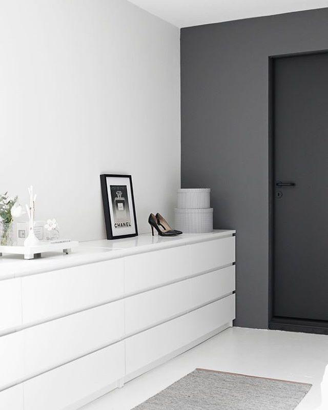#인테리어그램  #인스타데일리 #집스타그램 #interior #インテリア #인테리어 #홈데코 #homedeco #home #homedecor #interiordesign #일상스타그램 #chair #디자인소품 #공간 #소품 #선반 #거실 #공간활용 #livingroom