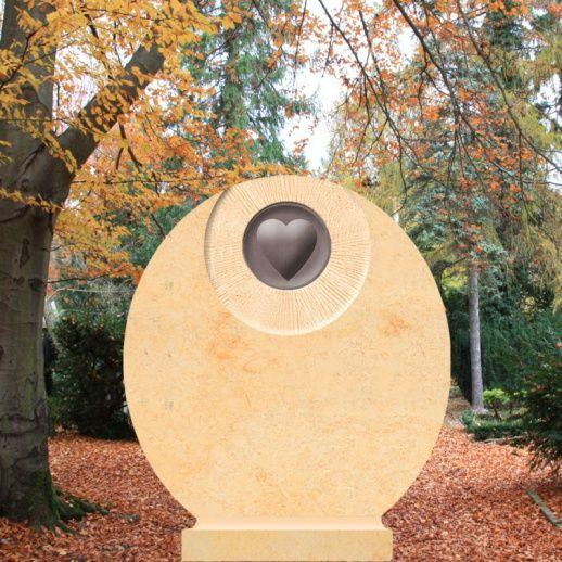 Schöner Sandstein Grabstein mit Herz - Mon Amour • Qualität & Service direkt vom Bildhauer • Jetzt Grabstein online kaufen bei ▷ Serafinum.de